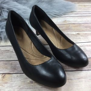 Clark Artisan Black Round Toe Kitten Low Heel Pump